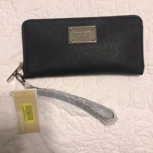MICHAEL Michael Kors Bags - Michael Kors tote/purse with NWT wallet